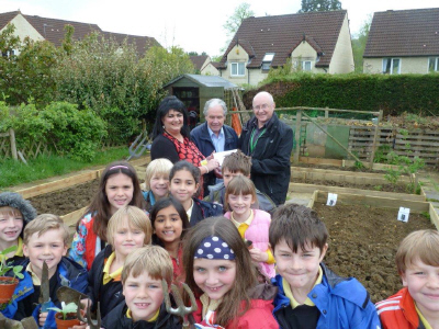 Anna Hicks, Barry Cruse & pupils from Weston All Saints School Bath